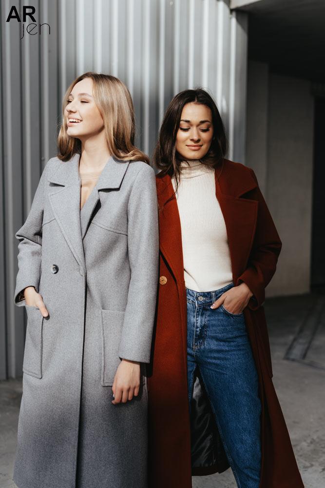 На стиле: как модно носить пальто в 2021 году