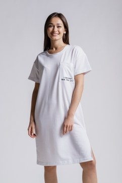Летнее платье из трикотажа с карманом с вышивкой на груди белое