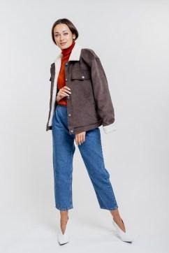 Женская вельветовая куртка темно-коричневая с воротником из эко-овчины