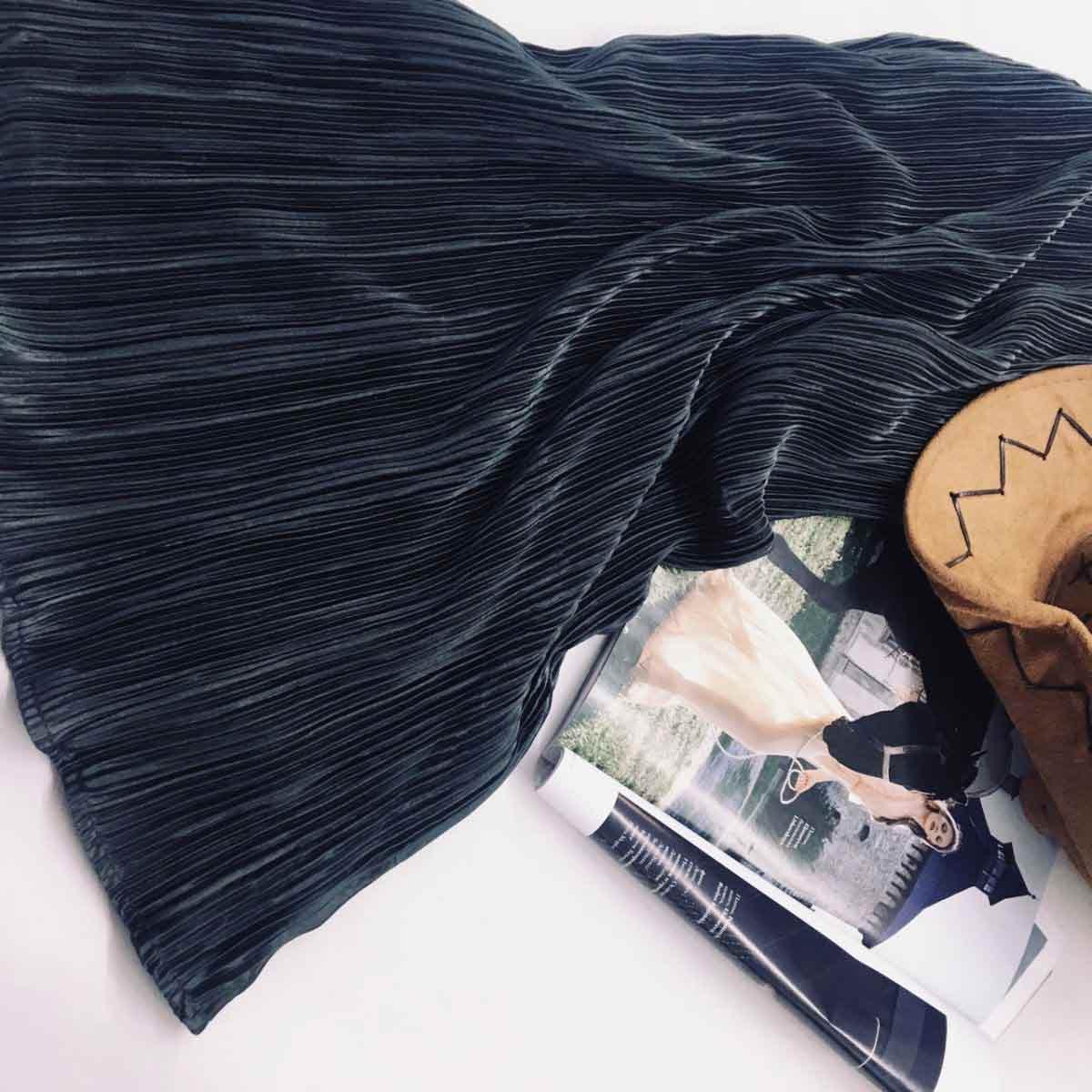 Темная юбка плиссе от производителя женской одежды Аржен