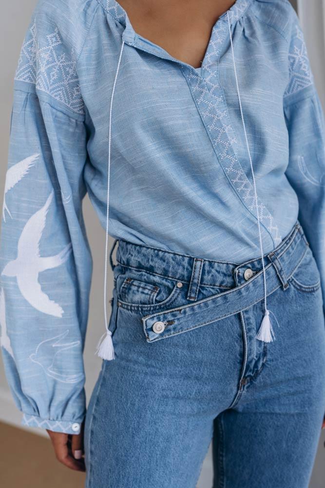 Голубая женская вышиванка с ласточками - фото производителя Аржен