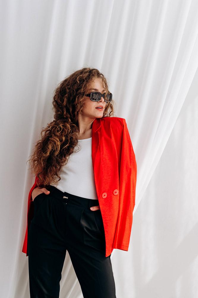 Красный женский жакет для офиса - тренды