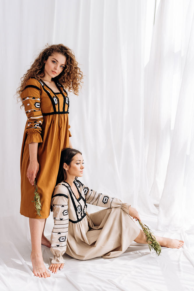 Современные женские платья-вышиванки от производителя Arjen