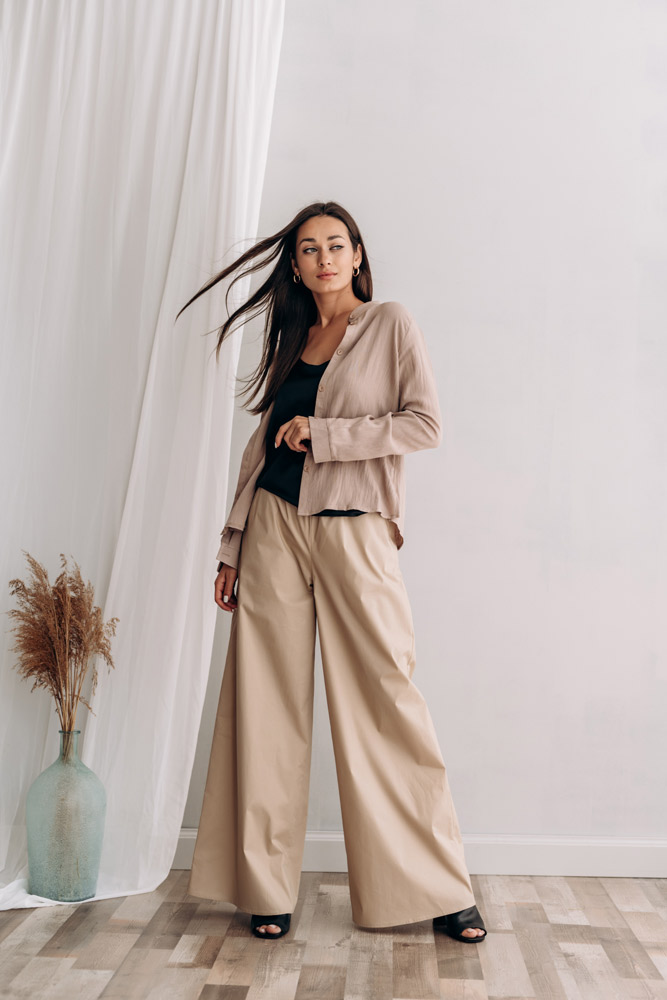 Что носить в офис летом - образ с рубашкой и брюками фото