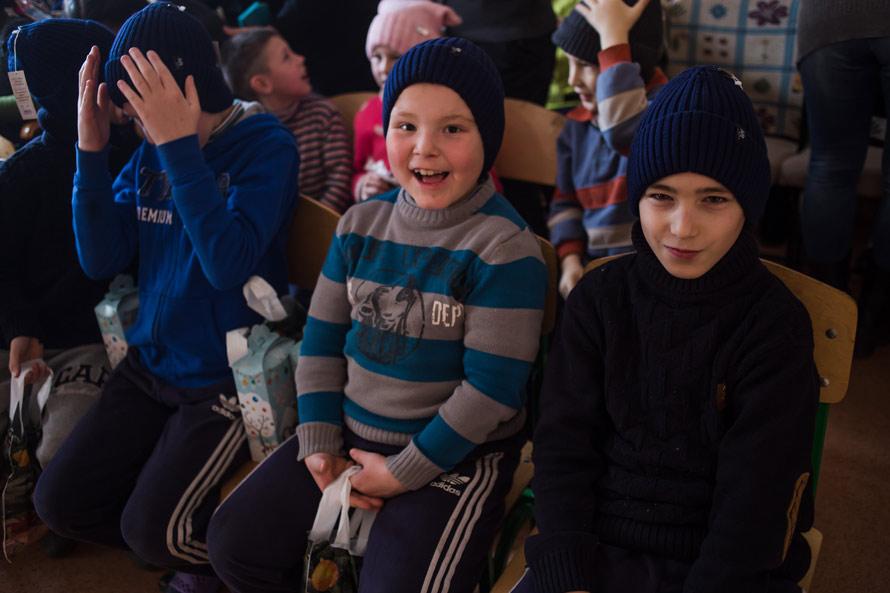 Счастливые дети в шапочках от Аржен