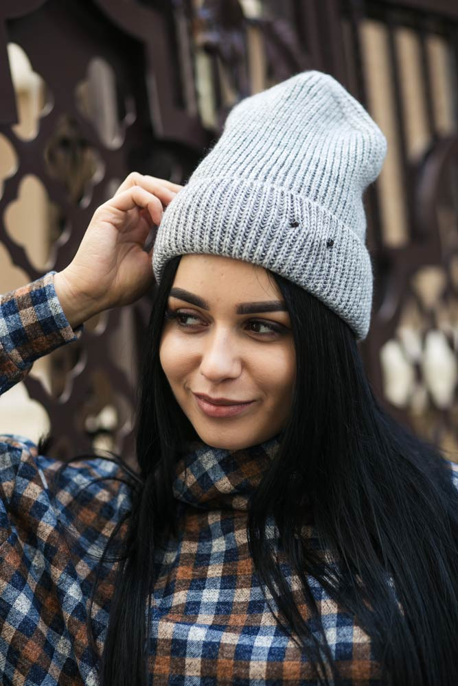 Купить молодежные женские шапки оптом в интернет магазине